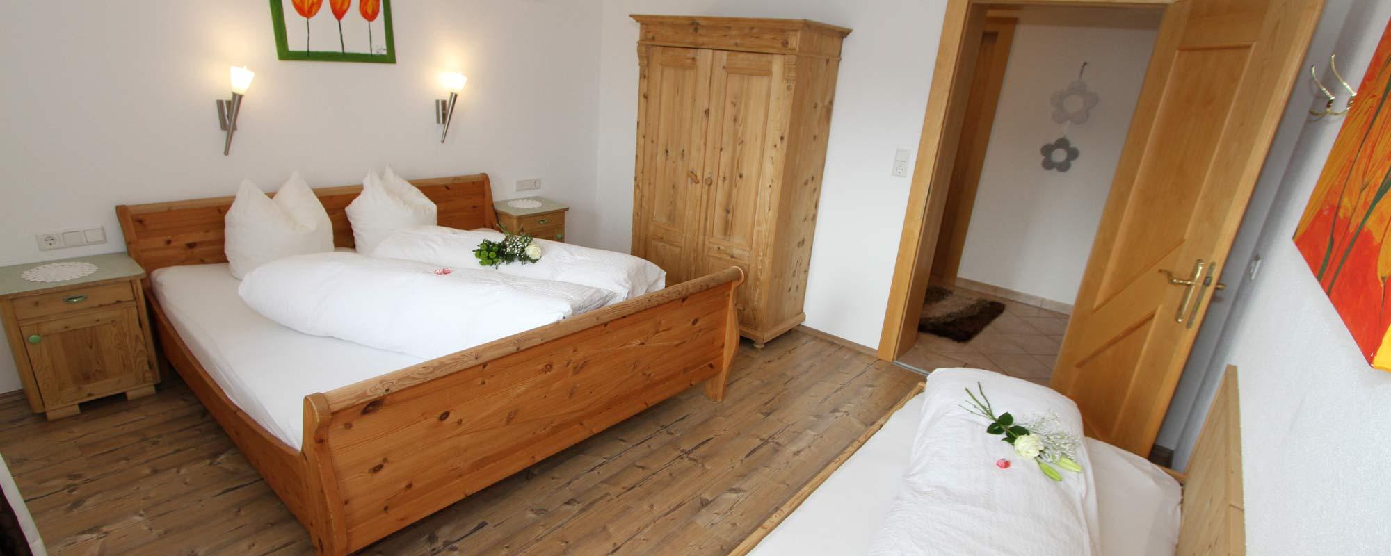 Apartment Sonnenschein Schlafzimmer 1 3p Zimmer in Holzoptik
