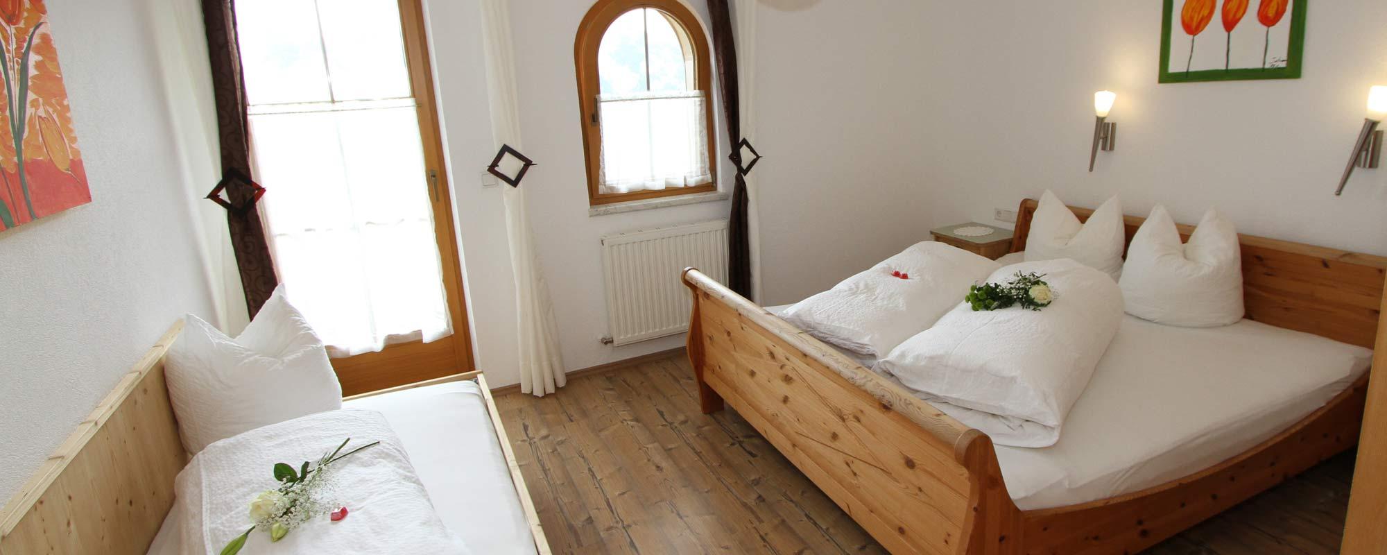 Apartment Sonnenschein Schlafzimmer 1 Zimmer in Holzoptik
