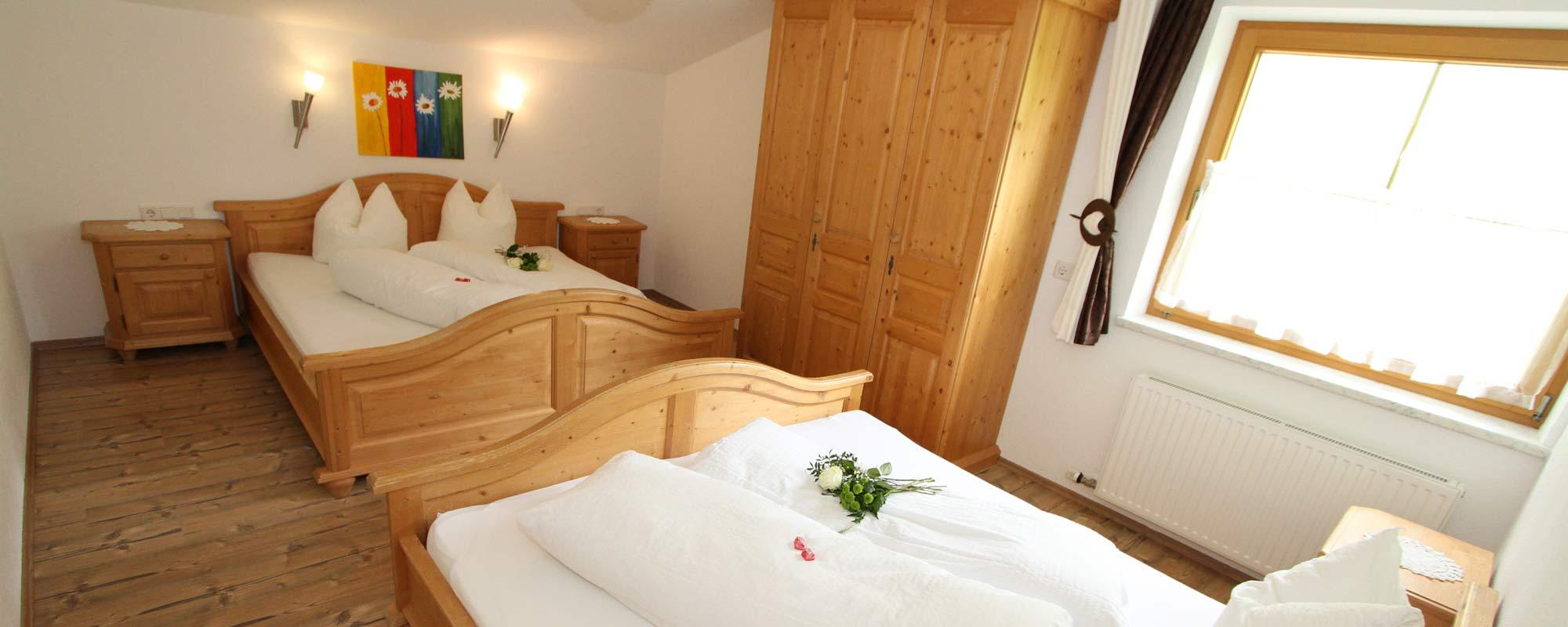 Apartment Sonne & Sonnenschein Schlafzimmern in schöne Holzoptik